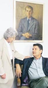 Axel Schmidt-Gödelitz mit seiner Mutter Johanna Schmidt-Gödelitz. Johanna Schmidt-Gödelitz verstarb im Januar 2006. Das Porträt über Axel Schmidt-Gödelitz zeigt dessen Vater Helmut. Foto: Wolfgang Sens