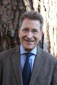 Portraitfoto von Prof. Huber